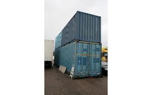 I dessa containrar finns Brunnsviks böcker. Foto: Svante Isaksson