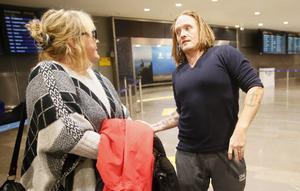 Det var inte förrän Daniel Bakke kom genom ankomsthallen som hans mamma vågade tro på att han faktiskt skulle komma hem.