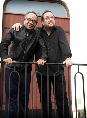 De fann varandra – och nu flyttar de ihop. I alla fall i samma hus, Tingshuset –Jean-Ronald LaFond och Fredrik Högberg.