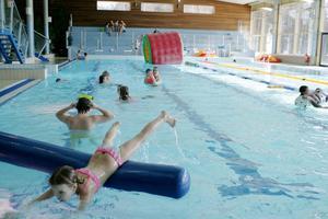 Många lediga barn har badat och lekt i Metropoolen.