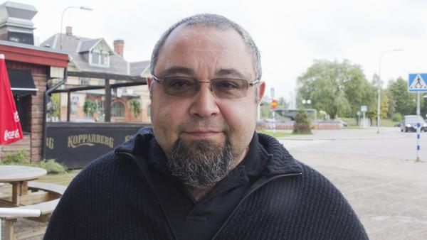 """Kursat Kilickiran, 45 år,  krögare, Fagersta: – Jag föredrar kontanter. Det blir aldrig fel. Man vet vad man har på """"kontot"""", vad man har att spendera. Kortet använder jag bara i nödfall."""