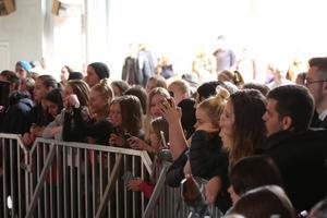 Många unga fans ville se och höra Miriam Bryant.