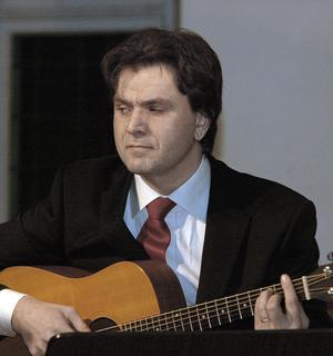 Anders Skogh spelade gitarr och bas.