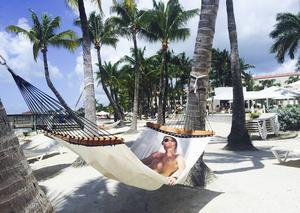 Jodå, det blir stunder i hängmatta under palmerna också för Patrik Sandell.