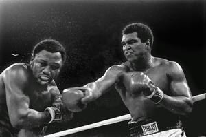 Muhammad Ali är en av vår tids största idrottsmän. Här i ringen mot Joe Frazier.