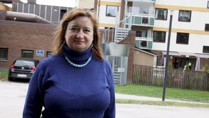 Barbara Laaksonen, enhetschef för Malmens vårdboende, vill att de som springer omkring på taket om nätterna ska sluta upp med det.