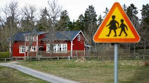 Singöborna har blivit lovade att köpa Singö skola för en rimlig summa. Kommunen borde vara tacksam över invånarnas engagemang för att utveckla sin bygd, skriver Bo Blideman. Foto: Anders Sjöberg.