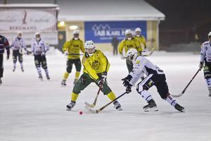 Tobias Björklund satte tre nya mål. Anfallaren har nu gjort mål i 38 raka seriematcher för Ljusdals BK.