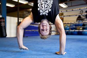Tränar mycket. Kristian Svahn tränar kampsport flera gånger i veckan. Till hösten har han sökt sjukgymnastutbildningen vid högskolan i Västerås och tränarprogrammet i Örebro. Det sistnämnda för att ha möjligt att arbeta som personlig tränare i framtiden.