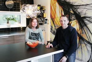 Eva och Pekka Tirsjö har jobbat hårt med att färdigställa sin husdröm.