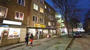 Plåten föll bostadsrättsföreningen Ekens tak på Campusgatan 32.
