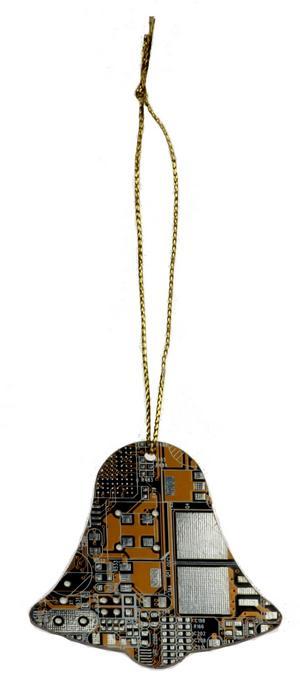 Pynta granen i modern tappning med hängen i form av gamla kretskort. Finns i olika former på Coolstuff.se och kostar 59 kronor styck.Foto: Coolstuff.se