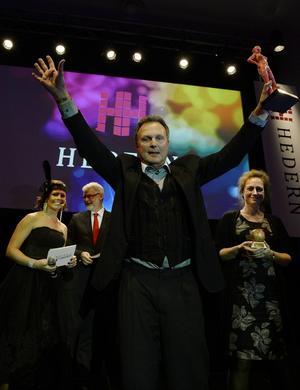 Årets Miljöpris gick till Njurundaföretagarna, där Göran Sahlin, ordförande, strålande vände sig mot publiken.