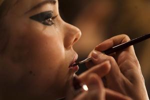 Make-up artist – kanske ett jobb som fler drömmer om än som får chansen att få.