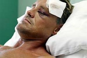 Foto: LASSE HALVARSSON Slogs ned. Hasse Persson misshandlades svårt när han hindrade tre män från att misshandla två handikappade.