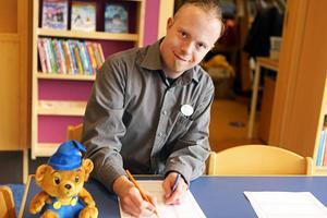 Erik Larsson på biblioteket i Sveg.