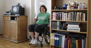 Lina Olsson är hänvisad till ett liv i rullstol efter en älgolycka för ett år sedan.