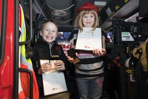 Emil och Linnea Moffatt fick diplom och medaljer.