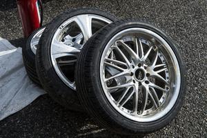 Upp till 12 par däck kan behöva bytas under en drifttävling.