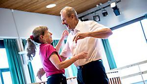 Att dansa är för Ray och Anette Mattsson en livsstil. Under elva år dansade de i snitt varannan dag. Här i Opalen på Folkets hus i Köping.