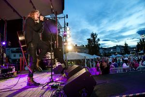12 artister var på plats under Laxfestivalen. En av dom var Staffan Hellstrand som bjöd på en grym spelning.