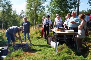 Kristin och Stene från Gårdstunet i Finnfara lagade mat över öppen eld.