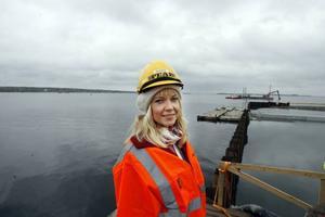 Linda Astner, miljöansvarig på Gävle Hamn, mötte deltagarna i gårdagens träff på Granudden.