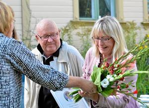 Björn J:son Lindh och Marie Nordenmalm förädrades i går med årets Flory Green-stipendium. Själv fyllde Flory 96 år.