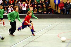 Sundsjö i grönt och Alsen/Mörsil i rött i en jämn och välspelad final inför välfyllda läktare.