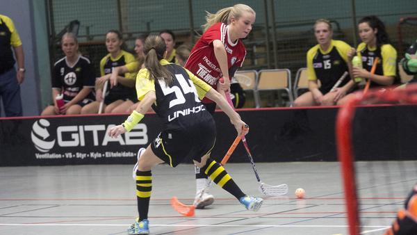 Per-Ols Frida Mattson gjorde 1-0 när laget besegrade Surahammar med 3-1.