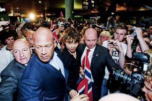 Det blev fullkomligt kaos när Alexander Rybak kom hem till Oslo och Gardemoens flygplats natten till i går.