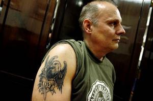 Namn: Mats JonssonYrke: EntreprenörOm sin tatuering: Det finns inte så mycket historia bakom min tatuering, mer än att jag ända sedan jag var liten gillat drakar och dinosaurer. Bilden på draken hittade jag själv, den är lite omritad för att passa just mig och min arm.