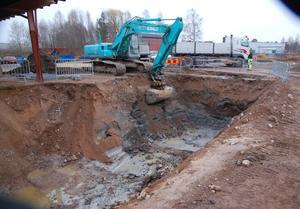 Entreprenadverksamheten som Hedberg & Talu drev vid Tranmyrvägen 1 har lämnat sådana spår efter sig att marken behöver saneras.