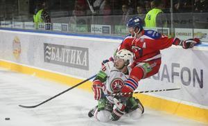 Det kan bli KHL-hockey i Sverige redan till hösten. Det gillar inte ishockeyförbundet.