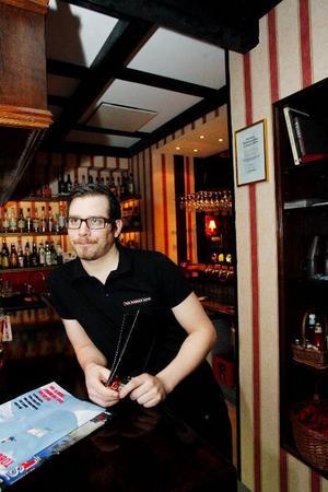 """Det mesta Björn Staffansson på Bishop´s arms varit med och dragit in i dricks under en kväll var på en restaurang i Stockholm. 2 500 kronor blev slutresultatet.""""Folk i Östersund har blivit sämre på att ge dricks, men sparar man dricksen under ett år så räcker den nog till en resa"""", säger han."""