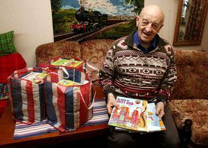 I morgon överlämnar Rune Christiernin tre kassar med barnböcker till barnsjukhuset i Sundsvall.