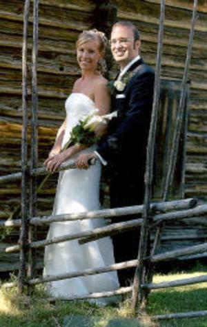 Magnus Eriksson och Kristin Nordin, Stockholm, vigdes i Vemdalens kyrka den 30 juli. Vigselförrättare var Erik Flodberg. Tärnor var Helena Nordin och Åsa Selander. Paret har tagit det gemensamma efternamnet Nordin. Makarna kommer båda ursprungligen från Timrå.Foto: privat