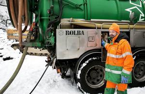 Anders Arnberg kom fram till att det fanns cirka fyra kubikmeter olja blandat med vatten kvar i tankarna.
