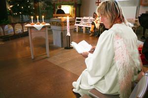 Att delta i trettondagsspelet är en viktig tradition för Inga-Lill Ek. I Kumla kyrka var hon ängel.