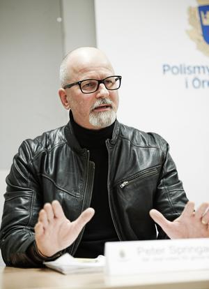 Örebropolisen Peter Springare har hamnat i blåsväder.