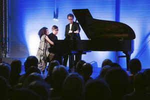 Ravels stora La Valse, här i sättning för fyrhändigt piano, där Víkingur spelade med Marianna Shirinyan, blev konsertens höjdpunkt enligt Jens Runnberg.