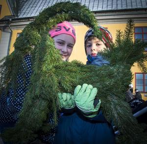 Annelies och Gustaf Sachse från Smedjebacken hittade en toppfin julbock i granris.