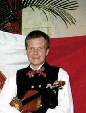 Riksspelmannen Per-Ola Björklund från Bjursås under sitt engagemang vid Världsutställningen i Sevilla 1992.