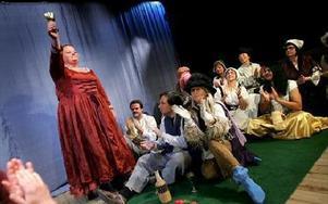 Haren och Vråken, Nisserska teaterns största uppsättning hittills och den med mesta musiken.