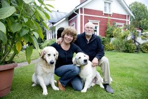 Barbro och Sven Erik Stiernström är två pigga pensionärer som bor med sina två hundar i villan i Sörberge. (Arkivbild)