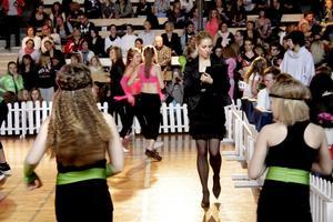 Diskodansarnas prestationer bedömdes av domare som rörde sig på dansgolvet med papper och penna i högsta hugg. Bild: JAN WIJK