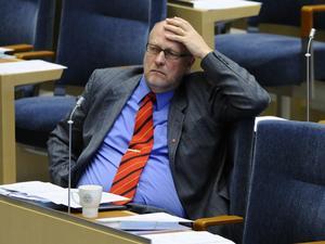 Kohandlare? Sven-Erik Österberg (S) har i Konstitutionsutskottet gjort upp med regeringen om att förhandla om öppen redovisning av partibidrag mot en välvillig skrivning om höjt partistöd.