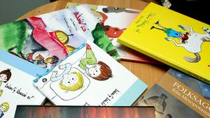Svenska barnböcker översatta till suryoyo, eller assyriska.