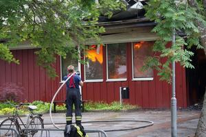 Polisen misstänker att branden var anlagd. IK Frankes kansli låg i den nedbrunna byggnaden.