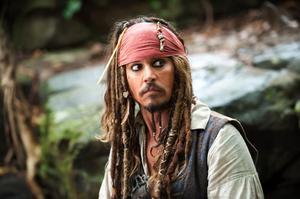 Johnny Depp hoppar i kapten Jack Sparrows piratkläder även i den nya